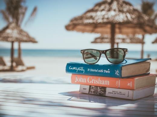 リフレッシュ休暇の制度設計のポイントと運用ルールを解説。有休との違いや注意点も