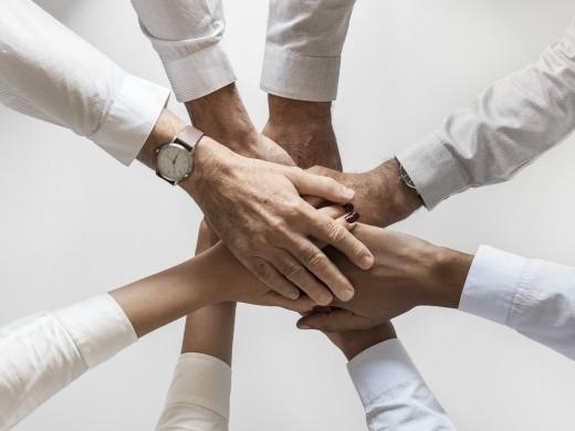 従業員エンゲージメントとは?<br />満足度との違いや高める方法、社内施策事例をご紹介
