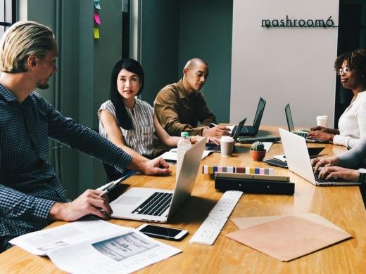 ノーレイティングとは?<br>メリット・デメリット、導入企業事例を解説